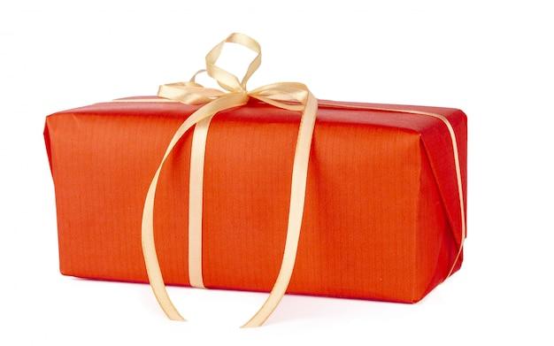 Bouchent la boîte de cadeau isolé sur fond blanc