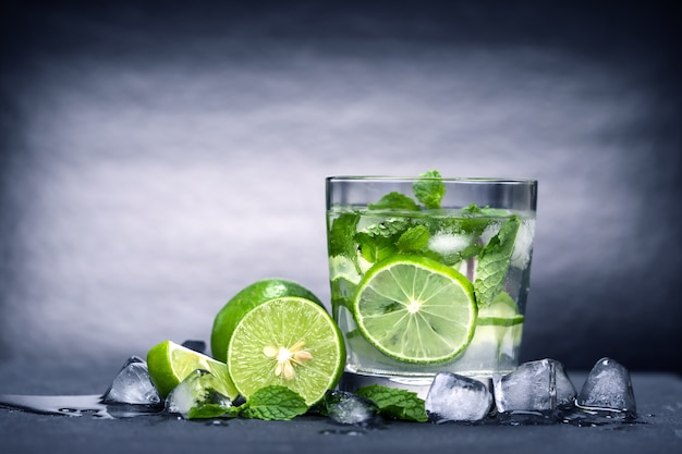 Bouchent cocktail mojito frais