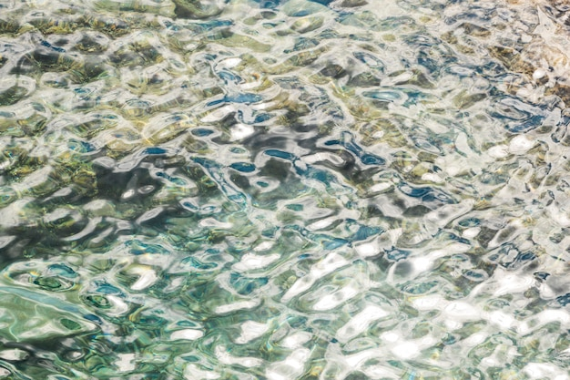 Bouchent l'eau de mer cristalline