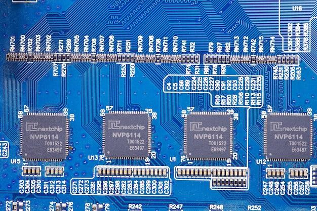 Bouchent fond de composants électroniques de circuit imprimé bleu électronique.