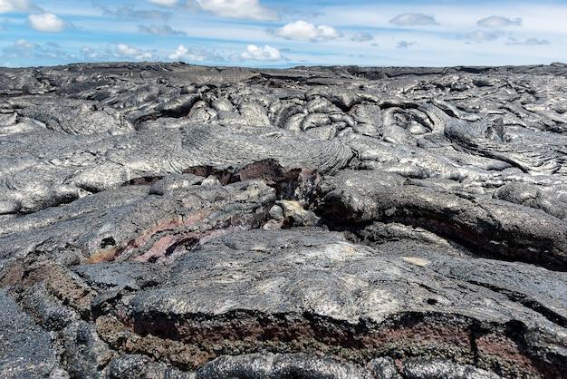 Bouchent le magma dans le champ de lave parc national des volcans d'hawaï