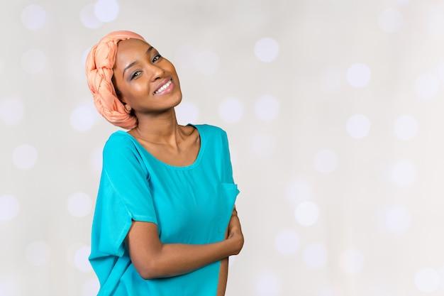 Bouchent le portrait de femme afro-américaine