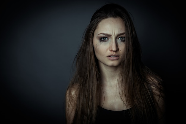 Bouchent le portrait d'une femme triste