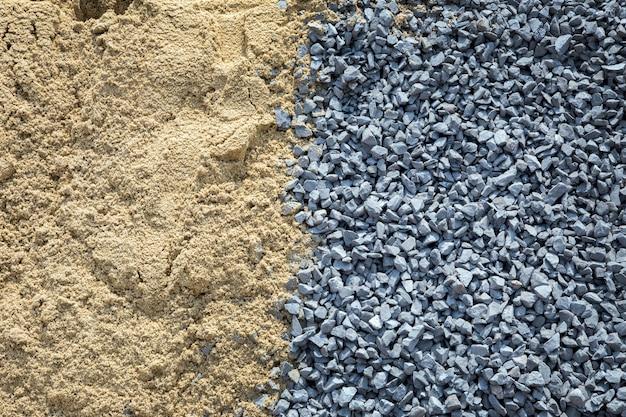 Bouchent le sable et la pierre pour faire du ciment pour le fond