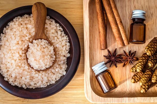 Bouchent spa marron himalaya organique de sel de roche et arôme d'huile essentielle de cannelle