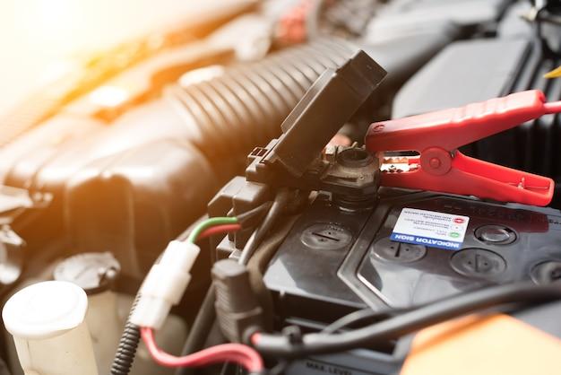 Bouchent les tests de batterie de voiture.