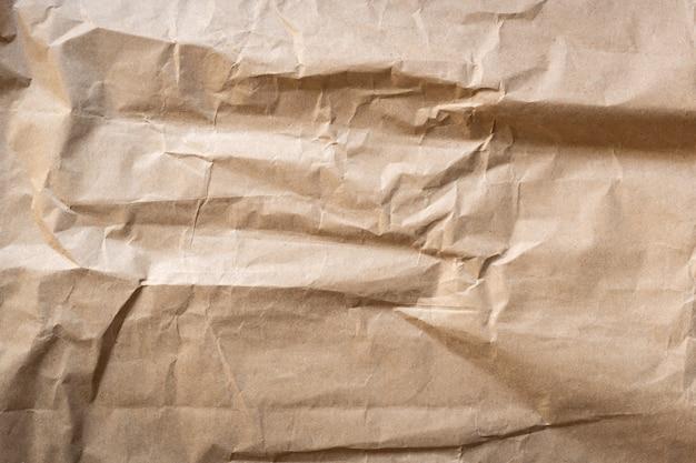 Bouchent la texture du papier brun froissé et l'arrière-plan