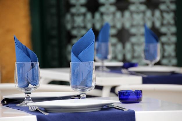 Bouchent la vue sur un design portugais typique d'un restaurant.