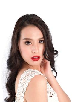 Bouchent la vue des lèvres de la belle femme avec du rouge à lèvres.