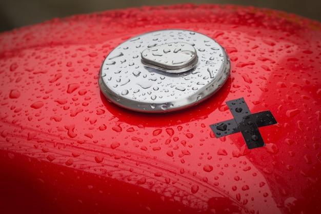 Bouchon de réservoir de carburant moto après la pluie