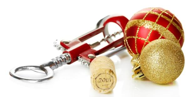Bouchon de vin avec des jouets du nouvel an isolés sur une surface blanche