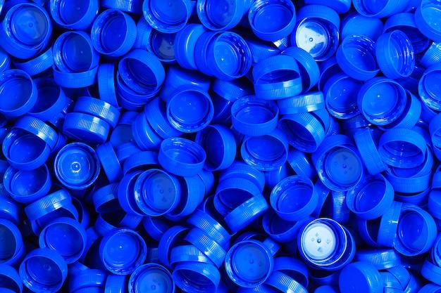 Bouchons en plastique sculpté bleu pour obstruer les récipients de liquide en plastique