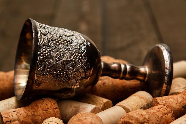 Bouchons à vin et bouchons médiévaux