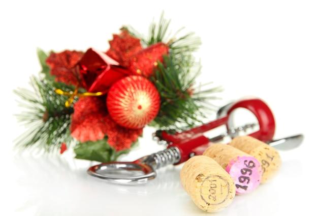 Bouchons de vin avec des jouets du nouvel an isolés