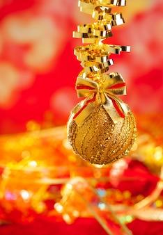 Boucle de babiole paillettes dorées