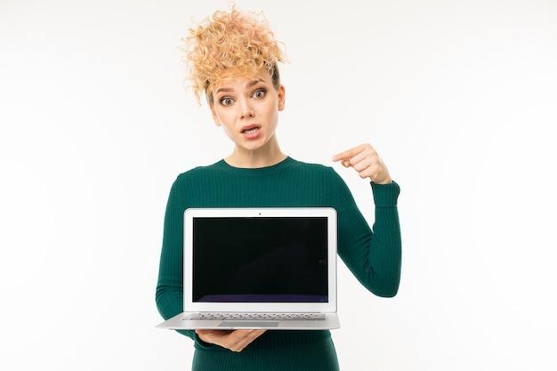 Bouclés, girl, tenue, ordinateur portable, maquette, mains, blanc