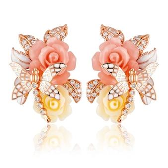 Boucles d'oreilles en argent mode femme avec zircons. boucles d'oreilles d'été en forme de fleurs et de libellules.