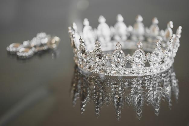 Boucles d'oreilles couronne bijoux