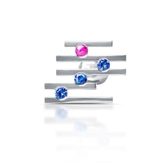 Boucles d'oreilles en diamant, isolés sur blanc