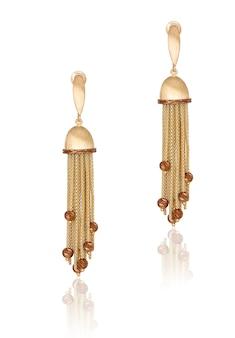 Boucles d'oreilles en or à la mode. bijoux pour femmes. meilleur cadeau de noël pour une femme.