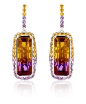 Boucles d'oreilles en or avec pierres précieuses amétrine. boucles d'oreilles en or blanc avec pierres précieuses citrines, amétis.