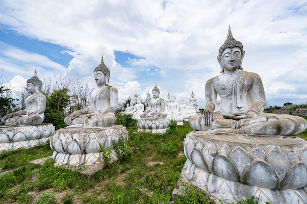 Bouddha blanc en thaïlande