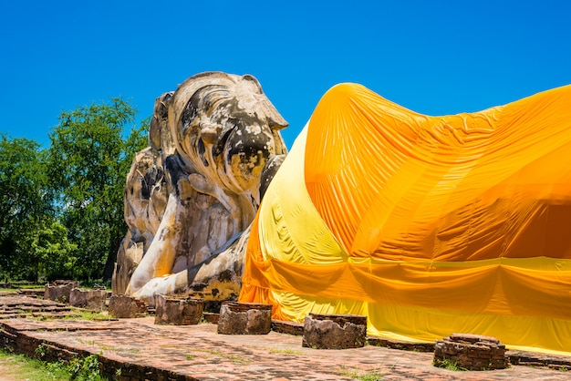 Bouddha couché au wat lokayasutharam, ayutthaya, thaïlande