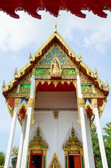 Bouddha en face de l'arche