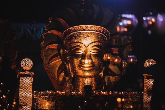 Le bouddha d'or en inde