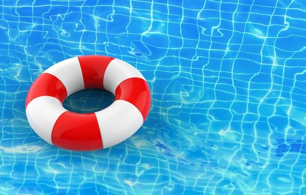 Une bouée de sauvetage vierge flottant à la surface de l'eau ondulée de la piscine bleue ondulante