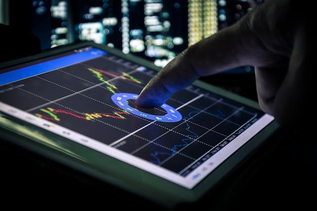 Bougeoir graphique sur tablette, concept commercial et financier