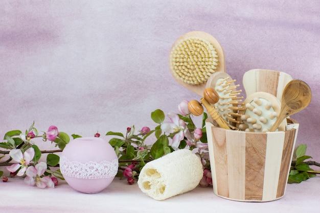 Bougie, articles de spa et de bains et branches de pomme