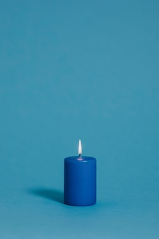 Bougie bleue sur bleu