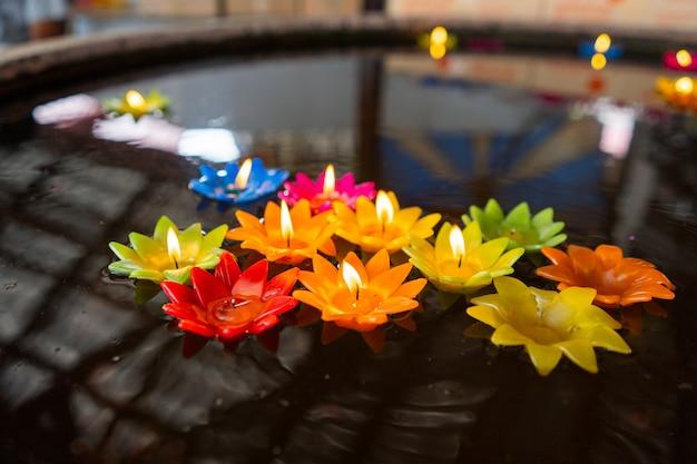 Bougie de couleur lotus