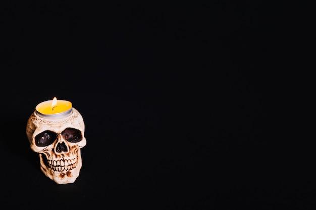 Bougie crâne avec flamme