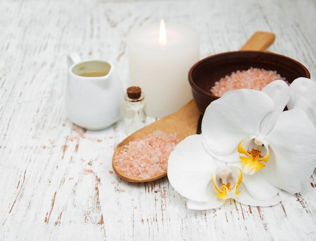Bougie, orchidées et sel de mer