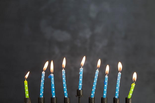 Bougies allumées de la menorah
