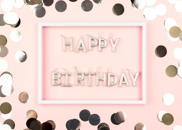 Bougies d'anniversaire à plat avec cadre