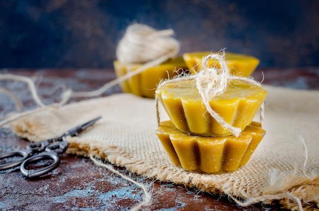 Bougies artisanales à base de cire d'abeille naturelle