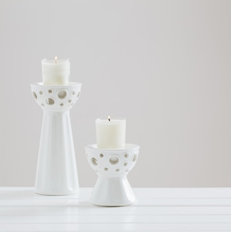 Bougies parfumées sur fond blanc