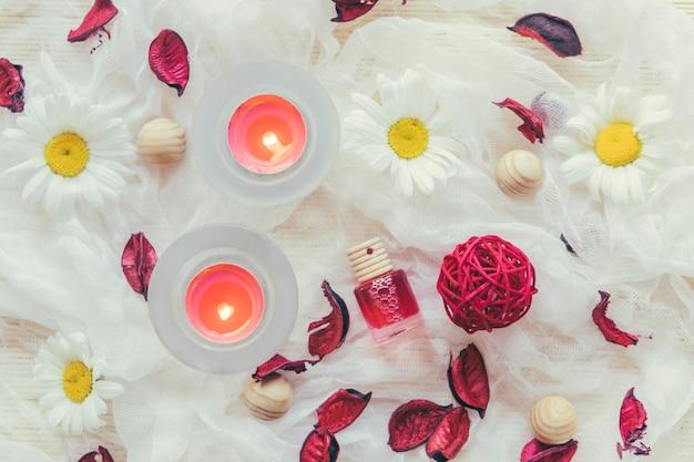 Bougies et pétales de rose