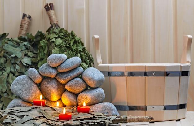 Bougies, pierres pour sauna et accessoires de bain.