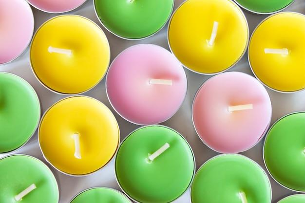 Bougies de thé colorées décoratives