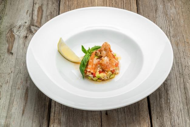 Bouillabaisse française soupe de poisson aux fruits de mer