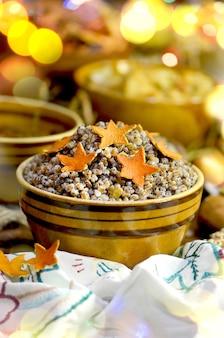 Bouillie de blé aux noix de coco aux raisins confits au pavot