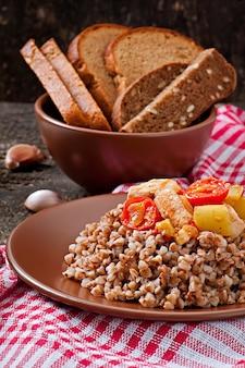 Bouillie de sarrasin au poulet et légumes