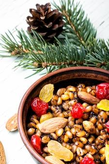 Bouillie de vacances aux noix et raisins secs