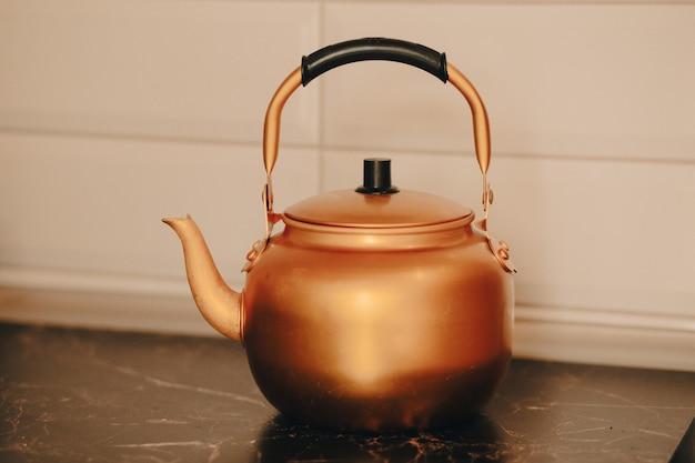 Bouilloire théière élégante en cuivre brossé bouilloire élégante café turc théière dorée une bouilloire pour