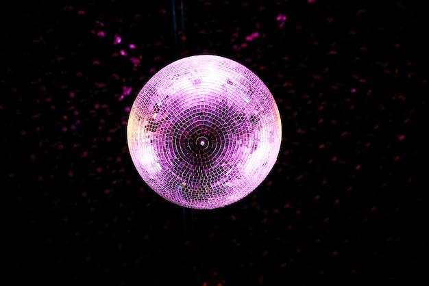 Boule disco au plafond
