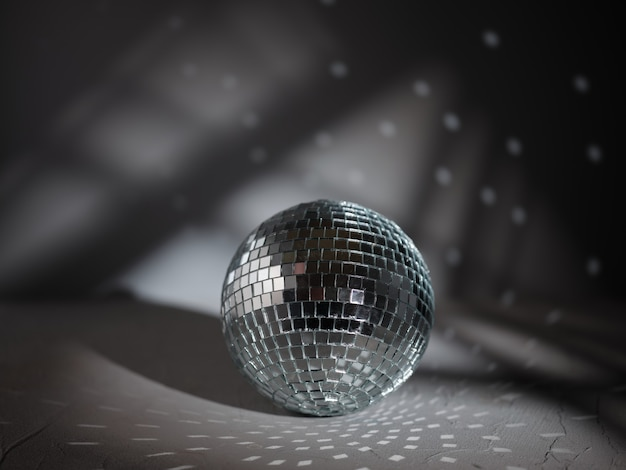 Boule disco sur la table